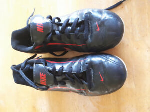 NIKE Cleats size 3Y