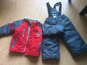 Still available Size 3 Snowsuit Cornwall Ontario image 1
