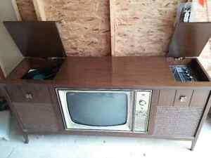 ANTIQUE  3 WAY COMBINATION TV