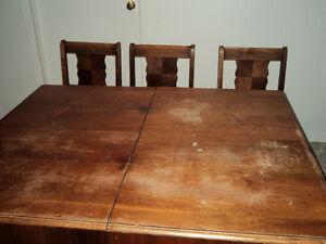 Table de cuisine en bois avec rallonge int gr e salle for Buffet table integree