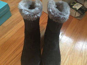 Columbia woman's boots size 8