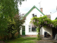 Double/single room 7 mins from town centre. Furnished. Bills included. Wi-fi. Off-road parking.