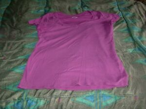 Woman's T-shirts Stratford Kitchener Area image 3