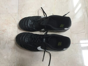 Rarely used soccer cleats Nike Tiempo size 12