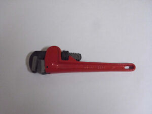 NEW PIPE WRENCH 10 INCH