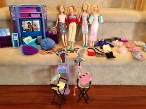 Huge lot of Mary-Kate and Ashley Olsen barbies and accessories