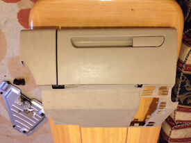 Audi a2 glove compartment storage box working complete unite breaking spares