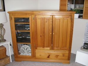 KNOTTY PINE ENTERTAINMENT UNIT ***PICKUP ONLY***