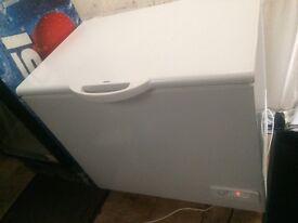 White zanussi x catalog W 100cm chest freezer good condition with guarantee bargain
