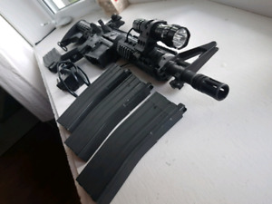 Airsoft KWA- LM4C PTR + custom shroud + mag + flashlight kit + b