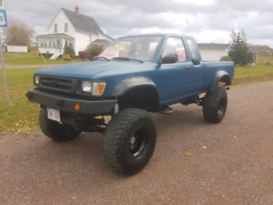 1990 lifted toyota v8 on 35 inch tires