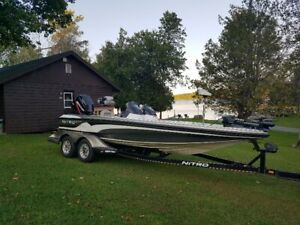 2005 Nitro 911 CDC Bass Boat - Seats 4!!!