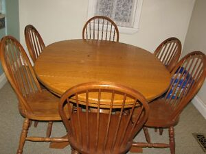 SOLID OAK TABLE AND SIC CHAIRS
