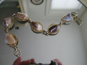 ATTRACTIVE OLD VINTAGE GOLDTONE POLISHED-STONE BRACELET