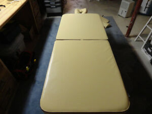 Master Deluxe Massage table
