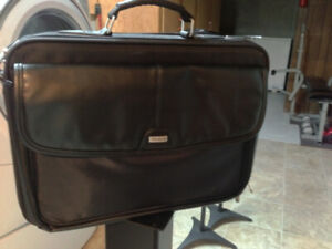 ALMOST NEW TARGUS LAPTOP/BUSINESS BAG