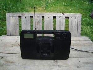 Very Good Condition: AM/FM/iPod Stereo Portable Docking Plyr