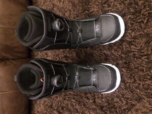 Snowboard boots - Mens size 8