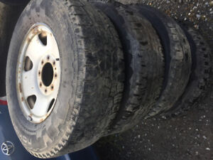 Ford  f 250 265/70/17 nokian hiver