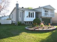 Superbe maison à vendre garage double, foyer, solarium, etc