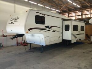 Laredo fifth wheel camper