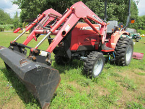 ** MASSEY-FERGUSON 1529 TRACTOR ~2008 ~ ONLY 349  Hours!!