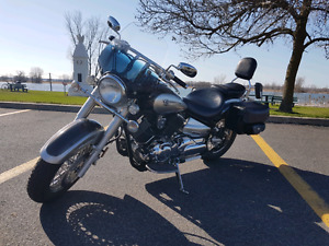 Yamaha V- Star 1100 2004 mécanique A1 et beaucoup d'options