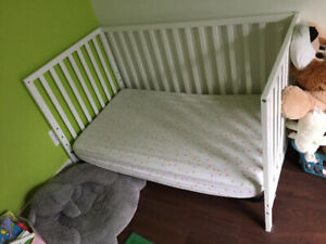 Baby's crib / bed