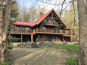 """""""Stream Song"""" A Stunning Log Home in the Blue Mountains"""