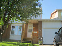 Large 3 bedrooms townhouse with garage in the Gatineau area