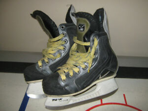 Nike Quest hockey skates size 2D
