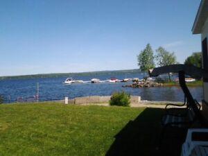 NOUVEAU PRIX : Roulotte de parc au bord du Grand Lac St-François
