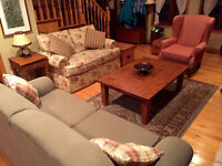 TRADITIONAL/COUNTRY LIVING ROOM SET.  3 PIECES.