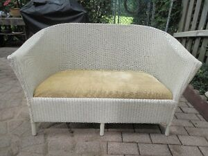 ANTIQUE WHITE WICKER SOFA SETTEE