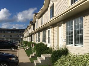 3 bedroom townhouse Silverspring (East side) - available May 01