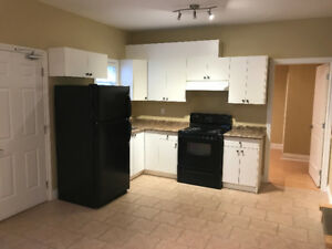 $1580 / 2br - Spacious 2 BR , two level suite in Richmond