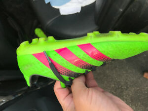 Kids Adidas soccer shoes sz 3 and shin pads guards