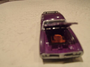 Loose Greenlight  '71 DODGE CHARGER SUPER BEE STOCK & CUSTOM Sarnia Sarnia Area image 6