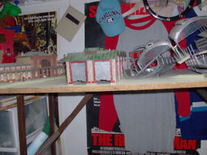 HO SCALE TRAIN STATION BUILDINGS SELLING FOR PARTS AS IS