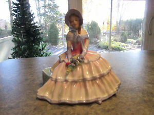 "ROYAL DOULTON FIGURINE - ""DAYDREAMS"""