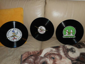 3 superbes horloges vinyle Roadrunner, Betty Boop, et Mopar