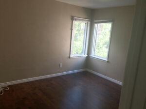 Large Room for Rent in AWESOME House Close to UofA