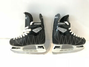 Junior CCM  Intruder Hockey Skates in very good condition Size 3