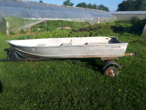 12ft Sterling Boat with trailer 1000$ obo