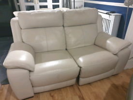REDUCED BARGAIN 2 seater leather electric recliner sofa USB