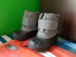 Size 4 baby boy snow boots new no tags