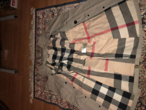 Men's Burberry Trench Coat Size Small