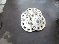 """1 set of hubcaps for winter 15""""volvo $15 450-628-4656 514-803-46"""