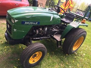 4wd 20HP Diesel Tractor with Attachments