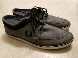 ***50% OFF***Stylish Fred Perry - Men size 10 For $40